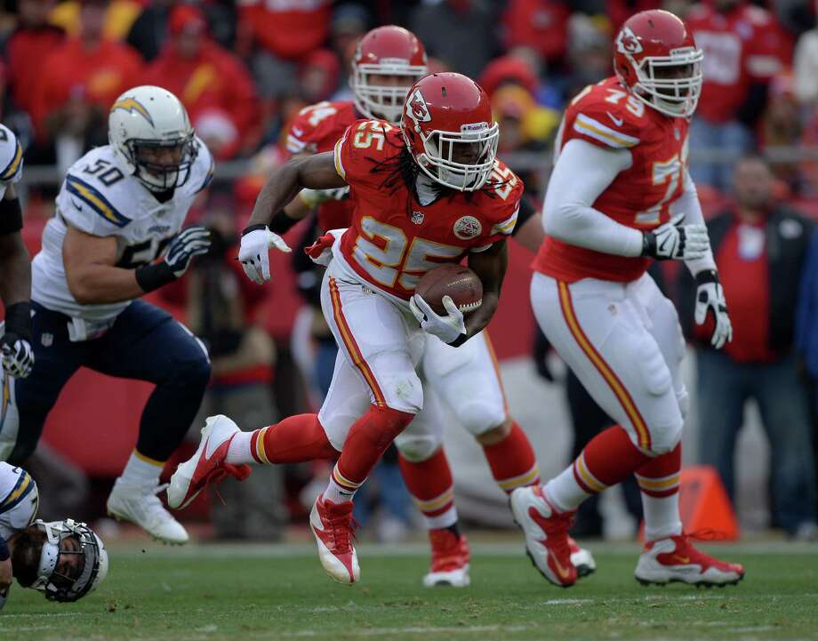 Kansas City Chiefs running back Jamaal Charles (25) runs during the second half of an NFL football game in Kansas City, Mo., Sunday, Nov. 24, 2013. (AP Photo/Reed Hoffmann) Photo: Photo Provided By, FRE / FR48783 AP