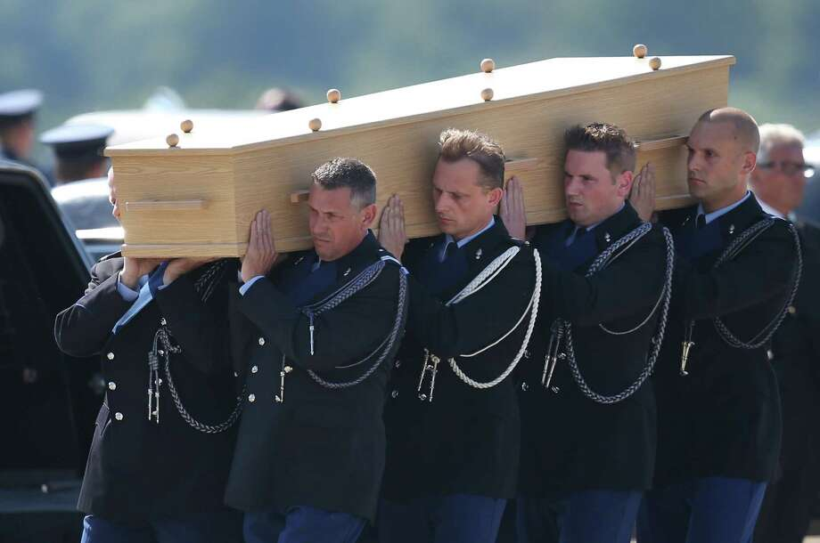 Dutch military personnel carry a coffin containing an unidentified body from the crash of  Malaysia Airlines flight MH17 on July 23, 2014 in Eindhoven, Netherlands. Photo: Peter Macdiarmid, Getty Images / 2014 Getty Images