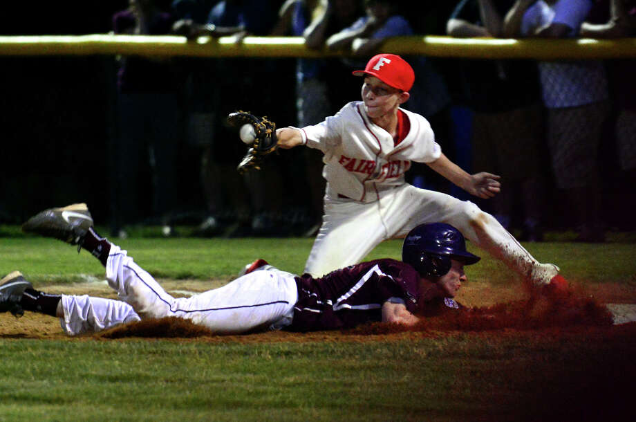 Fairfield American first baseman Ian Bentley tries to pick off Farmington's Nathan Hughes as he dives back to the base, during little league sectional tournament action at Old Tavern Park in Orange, Conn. on Wednesday July 23, 2014. Photo: Christian Abraham / Connecticut Post
