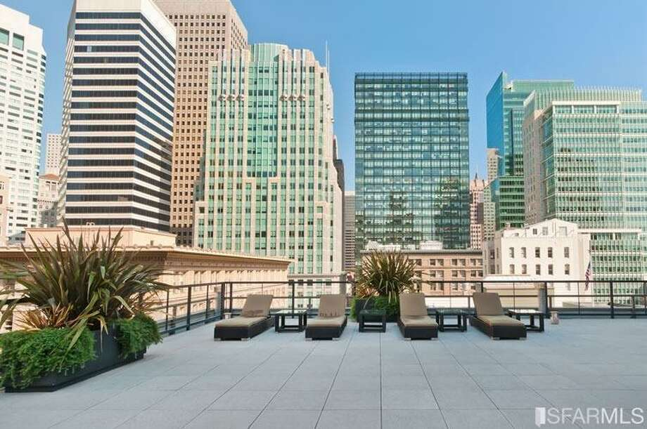 The building's common roof deck with city views Photo: MLS