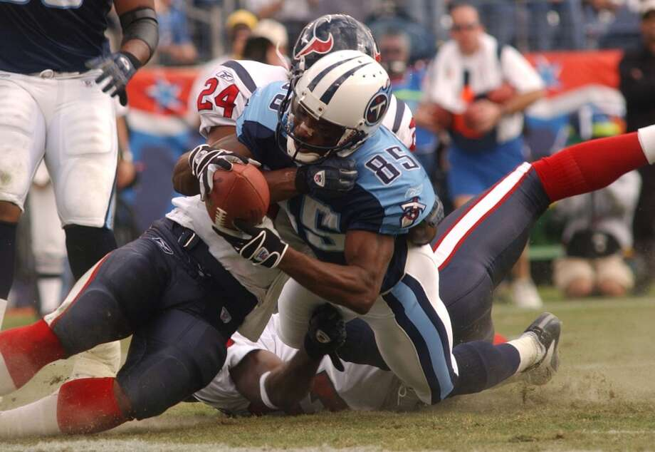 Titans 17, Texans 10 Nov. 10, 2002  In the first-ever meeting, Tennessee got the best of the Texans thanks to a pair of Steve McNair touchdown passes, including this one to Derrick Mason. Photo: Christobal Perez, Chronicle