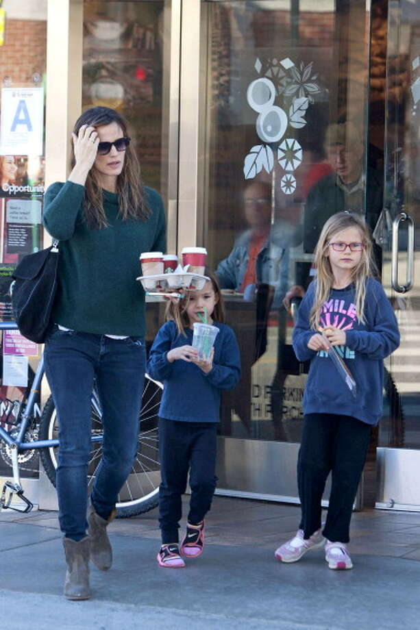 Jennifer Garner With Violet and Seraphina Photo: GONZALO/Bauer-Griffin, Getty Images / 2013 Bauer-Griffin