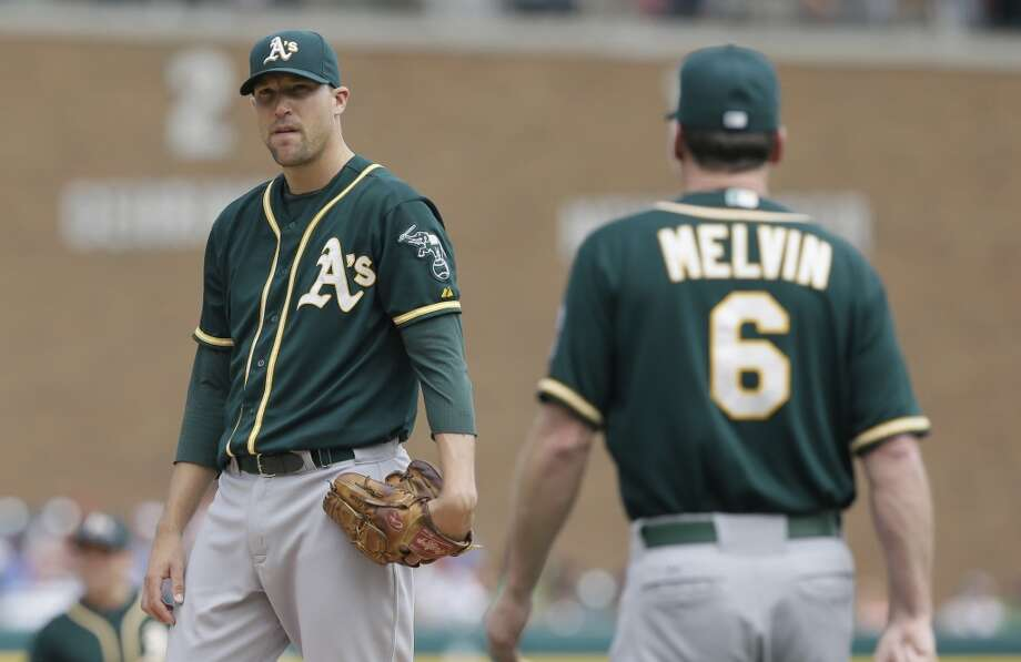Oakland Athletics relief pitcher Jim Johnson stands on the mound as manager Bob Melvin walks up during the sixth inning of a baseball game against the Detroit Tigers in Detroit, Wednesday, July 2, 2014. Photo: Carlos Osorio, Associated Press