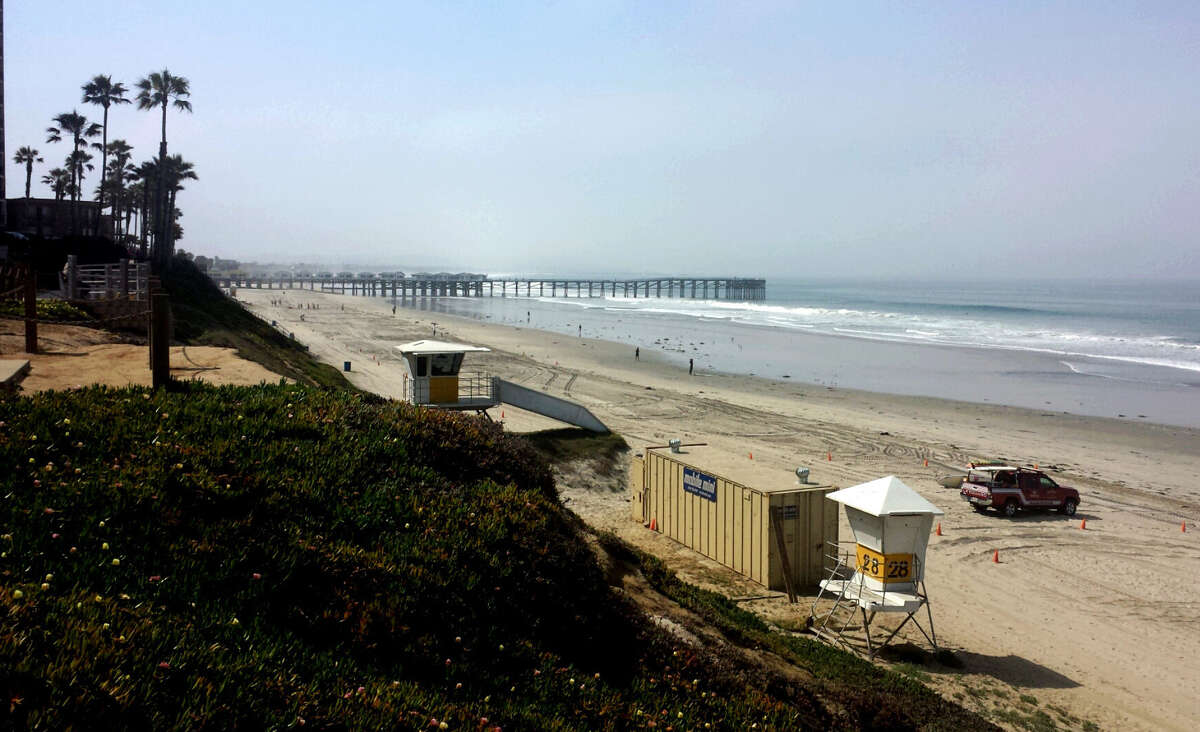 Mission Boulevard offers a beach stroll and places to grab a bite to eat while in San Diego.