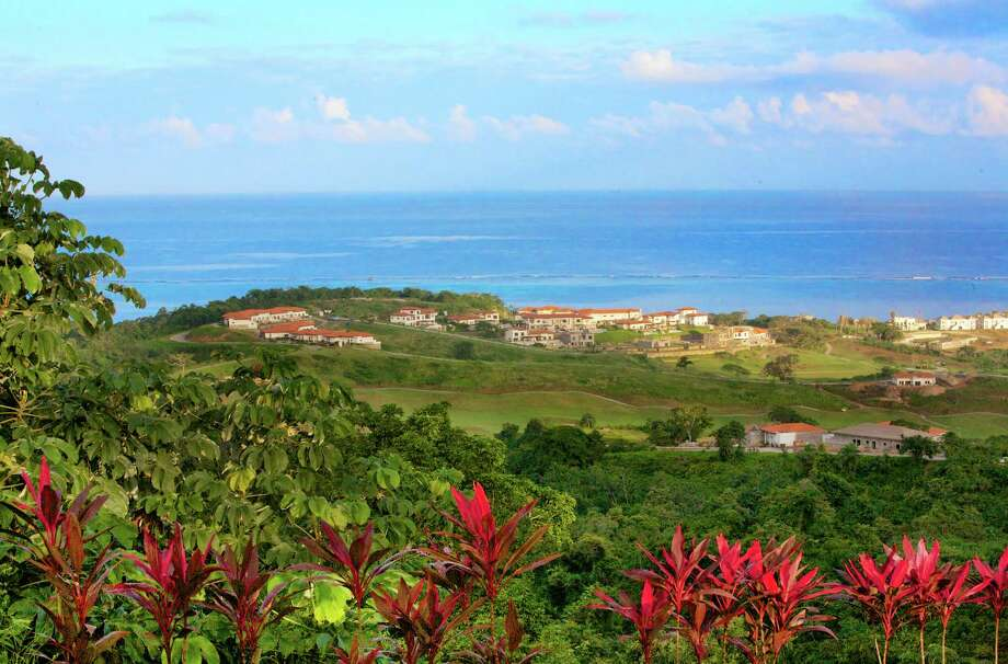 A view of Pristine Bay, a gated oceanfront community on the island of Roaté¡n. / © Kurt Brushwyler