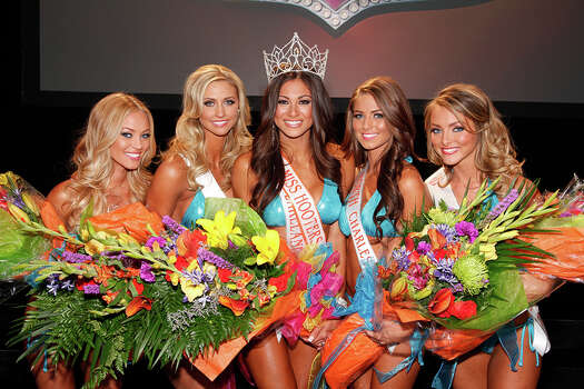 Four contestants with the new Miss Hooters International 2014.