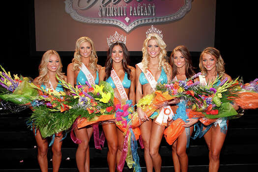 The top 6 contestants of the Hooters International Swimsuit Pageant 2014.