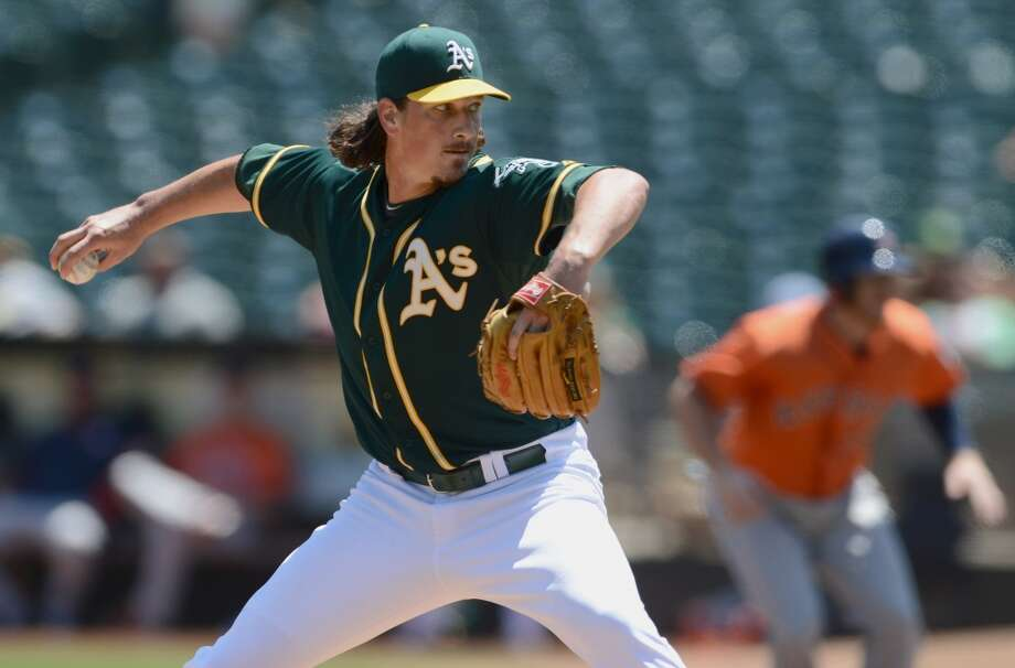 Jeff Samardzija works during the first inning. Photo: Dan Honda, MCT
