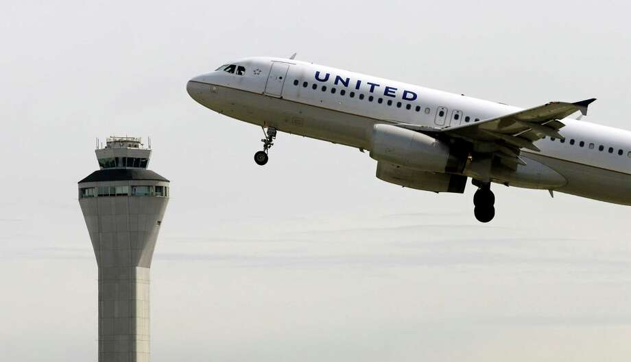Airline: United AirlinesRank: 8th Photo: Elaine Thompson, STF / AP