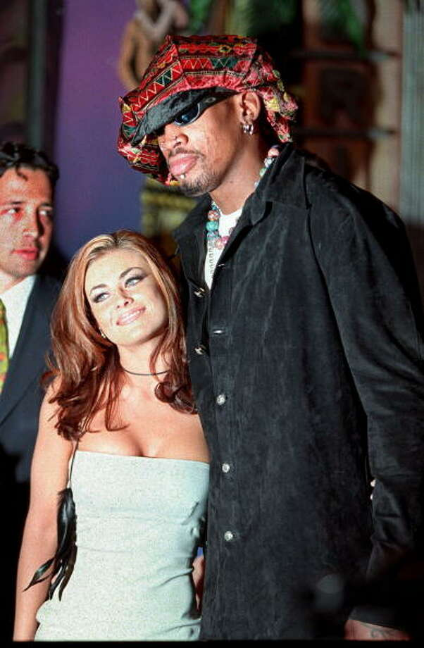 Carmen Electra and Dennis Rodman: 6 Days (1998) Photo: FREDERICK BROWN, Getty Images / AFP