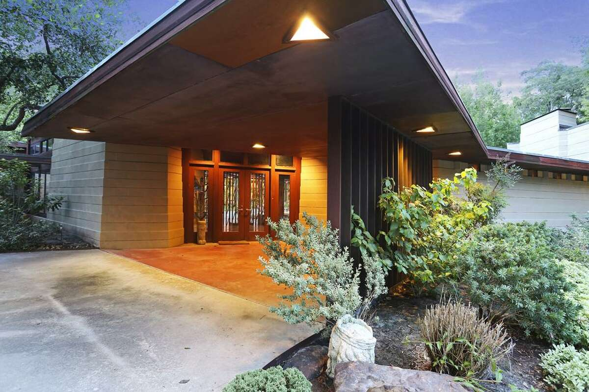 Welcome to the tangible definition of modern elegance. Originally built in 1955, this Frank Lloyd Wright in Houston's Bunker Hill Village area was purchased by the current owner in the early 1990's and later successfully renovated in 1996.