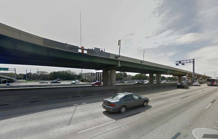 US 59 HOV west ramp on the west side of Edloe StreetYear built: 2000 Owned by: TxDOT  The bridge is currently listed as structurally deficient. Photo: Google Earth Screengrab