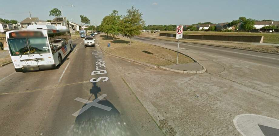 South Braeswood Boulevard east of Fondren Year built: 1970 Owned by: Municipality This bridge has been listed as structurally deficient since 2010, with the bridge's support structures in poor condition. Photo: Google Earth Screengrab