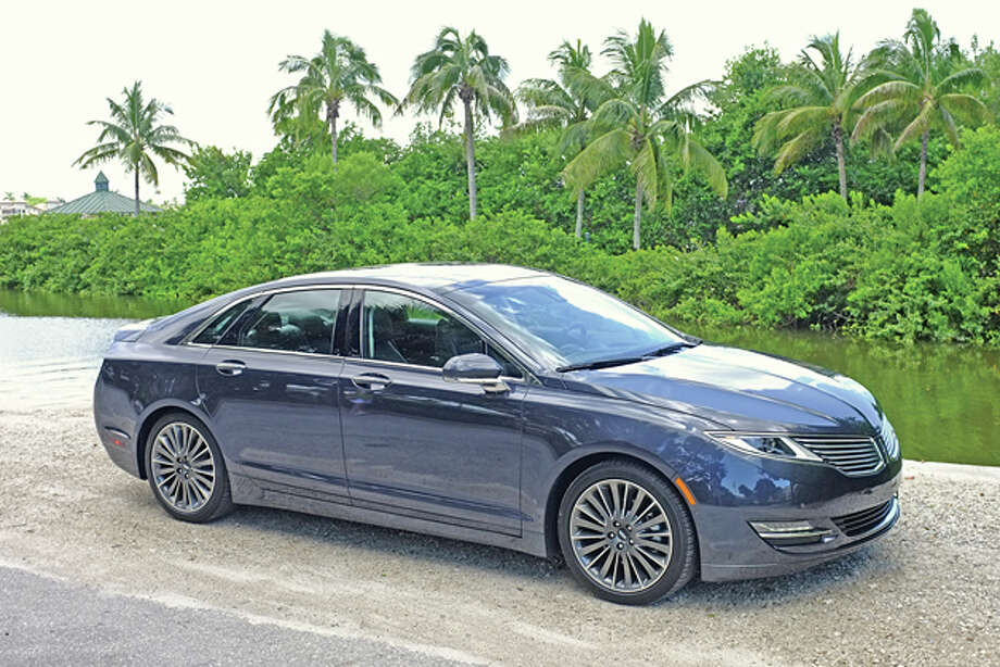 2014 Lincoln MKZ AWD (photo © Dan Lyons, all rights reserved) / copyright: Dan Lyons - 2014