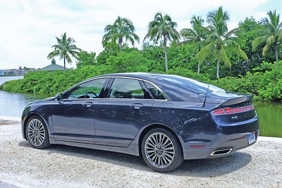 2014 Lincoln MKZ AWD (photo © Dan Lyons, all rights reserved)