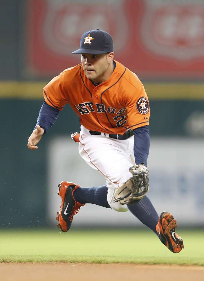 Jose Altuve  runs to catch a ground ball during the first inning. Photo: Karen Warren, Houston Chronicle