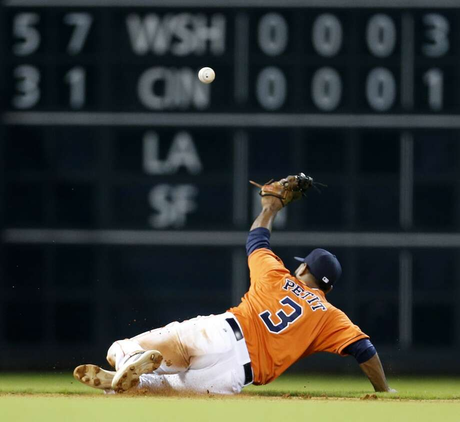 Gregorio Petit reaches for a sharply hit single during the fourth inning. Photo: Karen Warren, Houston Chronicle