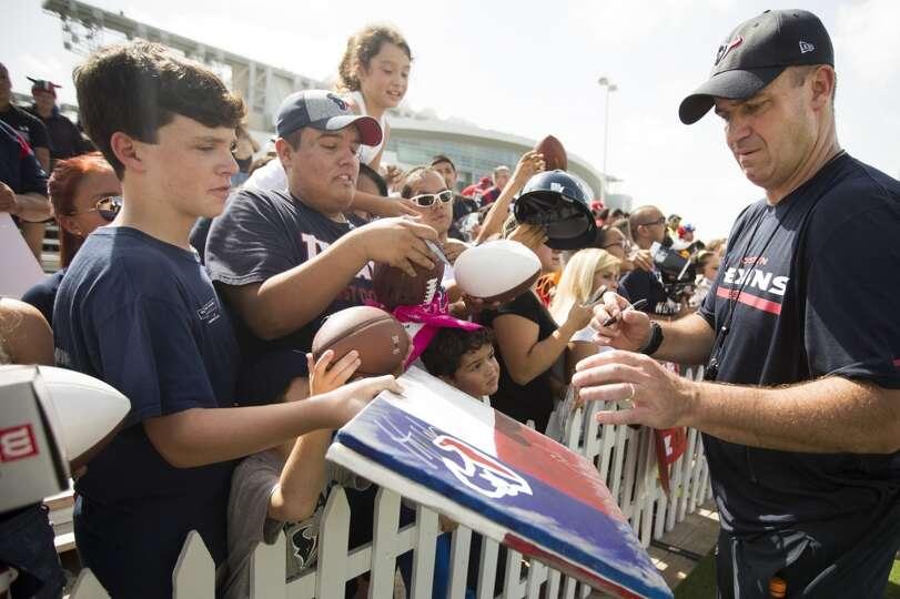 Day 1: July 26  Head coach Bill O'Brien signs autographs following