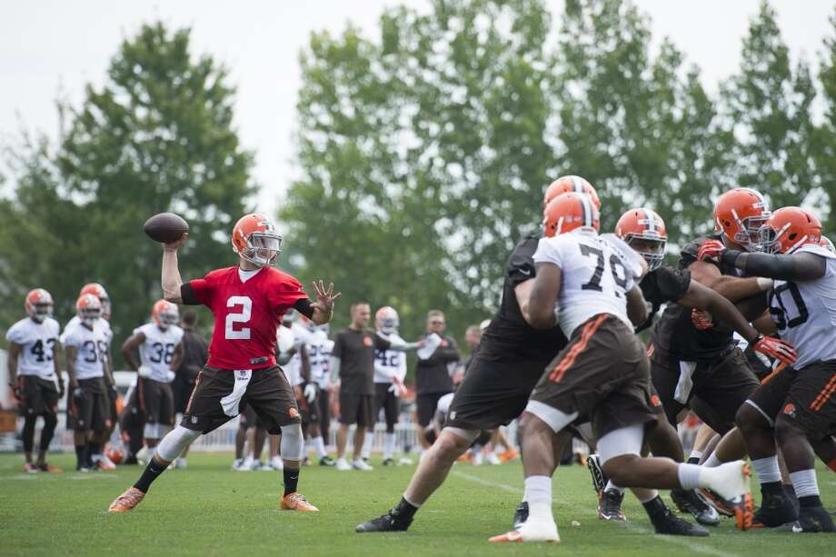 Quarterback Johnny Manziel #2 of the Cleveland Browns runs a play during training camp at the Cleveland Browns training facility on July 26, 2014 in Berea, Ohio. Photo: Jason Miller, Getty Images