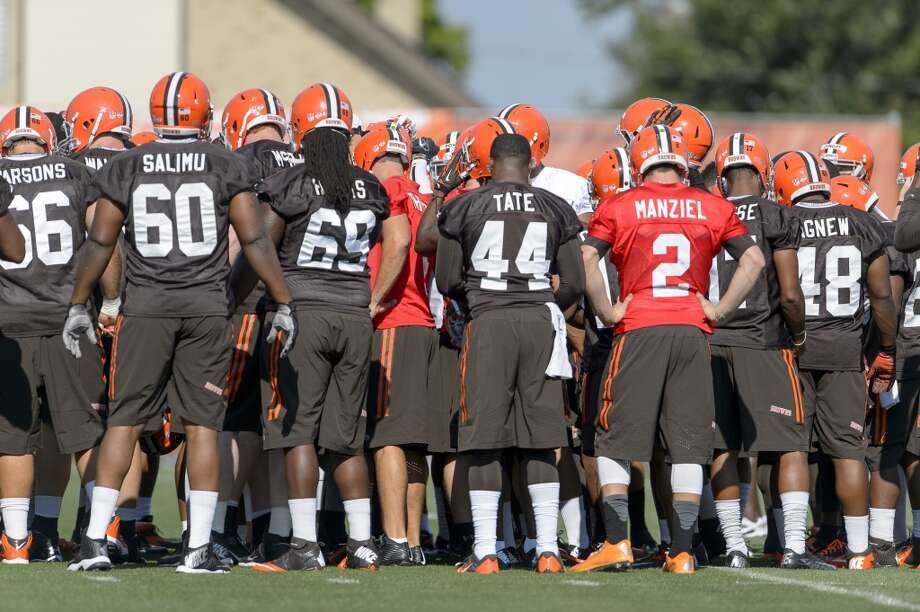 Quarterback Johnny Manziel #2 of the Cleveland Browns stands on the edges of the huddle during training camp at the Cleveland Browns training facility on July 26, 2014 in Berea, Ohio. Photo: Jason Miller, Getty Images