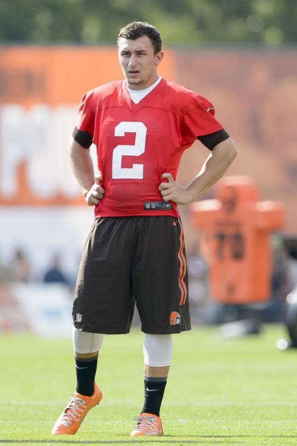 Quarterback Johnny Manziel #2 of the Cleveland Browns watches a play during training camp at the Cleveland Browns training facility on July 26, 2014 in Berea, Ohio. Photo: Jason Miller, Getty Images