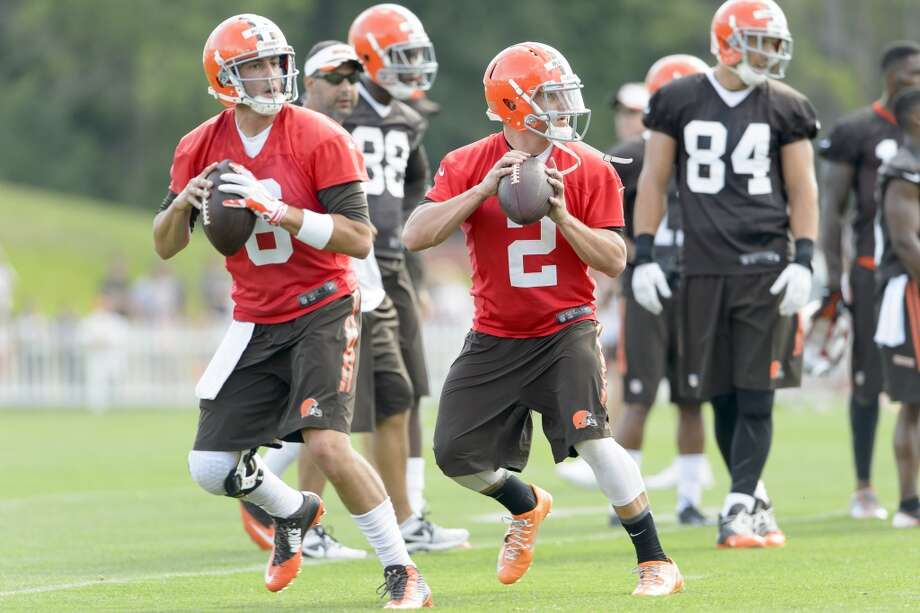 Quarterbacks Brian Hoyer #6 and quarterback Johnny Manziel #2 of the Cleveland Browns practice a play during training camp at the Cleveland Browns training facility on July 26, 2014 in Berea, Ohio. Photo: Jason Miller, Getty Images
