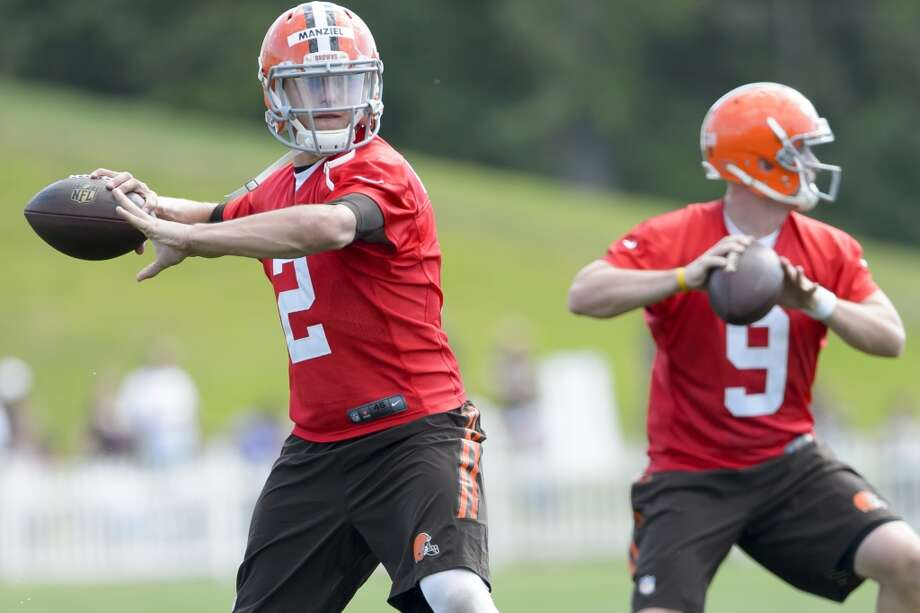 Quarterbacks Johnny Manziel #2 and Connor Shaw #9 pass the ball during training camp at the Cleveland Browns training facility on July 26, 2014 in Berea, Ohio. Photo: Jason Miller, Getty Images