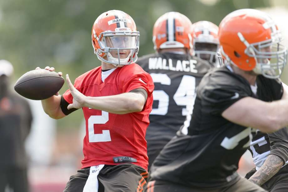 Rookie quarterback Johnny Manziel #2 of the Cleveland Browns during training camp at the Cleveland Browns training facility on July 26, 2014 in Berea, Ohio. Photo: Jason Miller, Getty Images