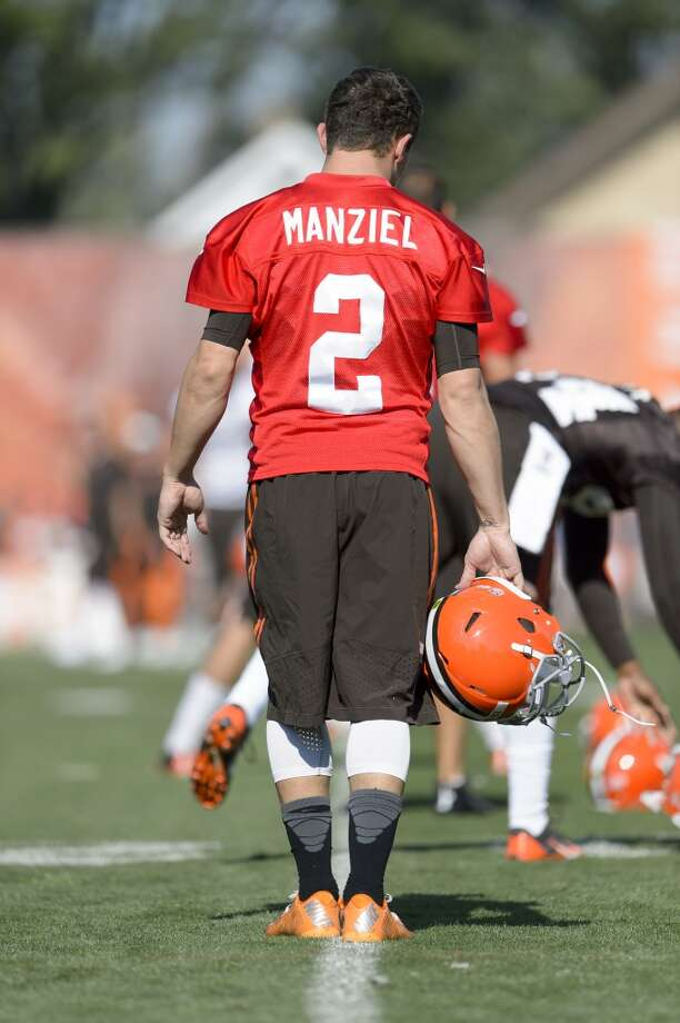 Quarterback Johnny Manziel #2 of the Cleveland Browns warms up during training camp at the Cleveland Browns training facility on July 26, 2014 in Berea, Ohio. Photo: Jason Miller, Getty Images