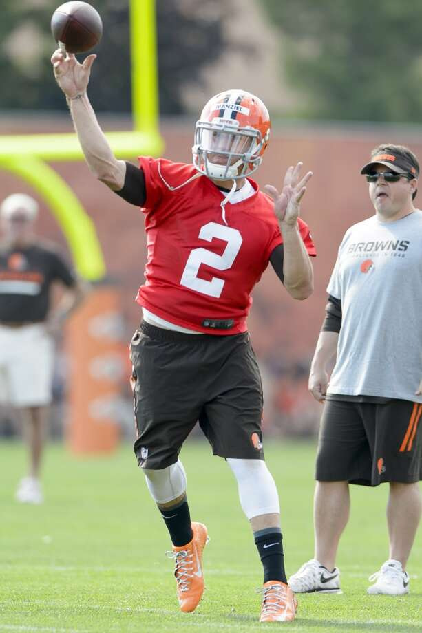 Quarterback Johnny Manziel #2 of the Cleveland Browns passes during training camp at the Cleveland Browns training facility on July 26, 2014 in Berea, Ohio. Photo: Jason Miller, Getty Images