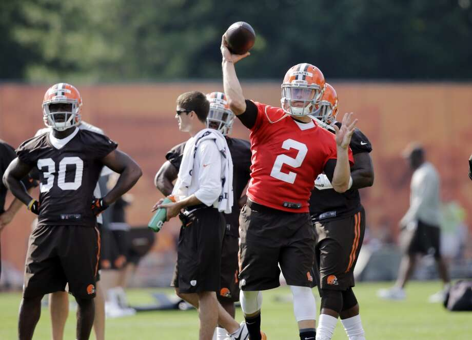 Cleveland Browns quarterback Johnny Manziel passes at the NFL football team's training camp in Berea, Ohio Saturday, July 26, 2014. Photo: Mark Duncan, Associated Press
