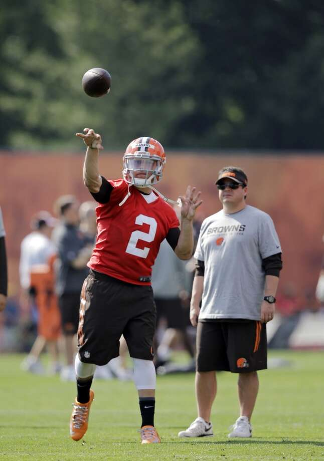 Cleveland Browns quarterback Johnny Manziel (2) passes at the NFL football team's training camp in Berea, Ohio Saturday, July 26, 2014. Photo: Mark Duncan, Associated Press