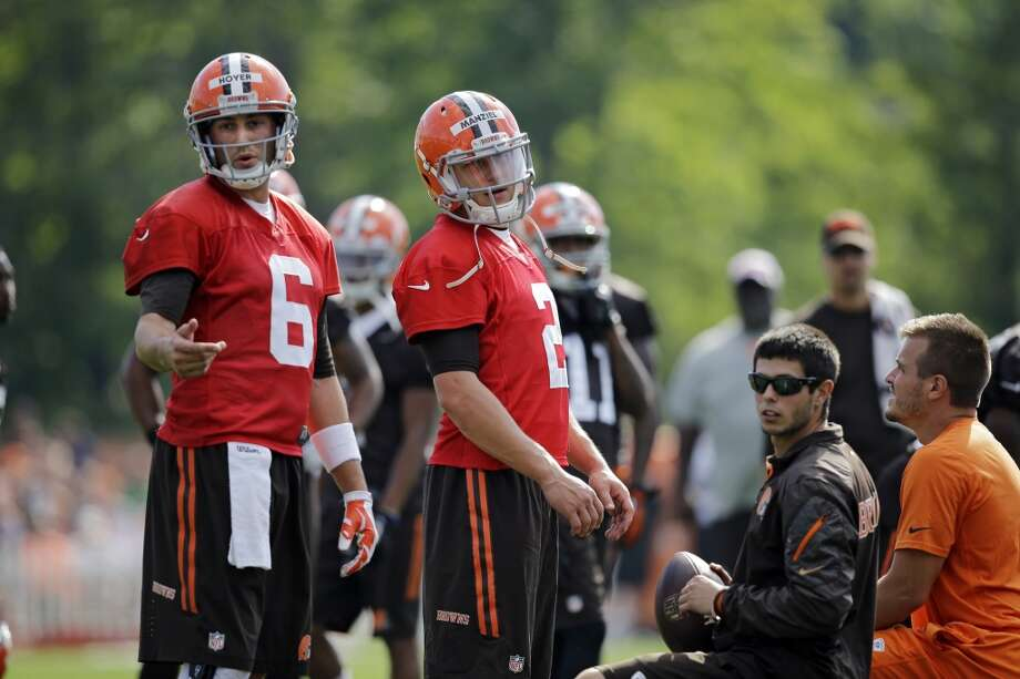 Cleveland Browns quarterback Brian Hoyer (6) and Johnny Manziel at the NFL football team's training camp in Berea, Ohio Saturday, July 26, 2014. Photo: Mark Duncan, Associated Press