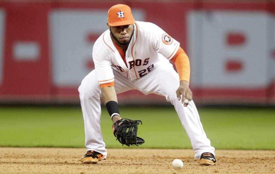 Astros first baseman Jon Singleton fields a ball during the eighth inning. Photo: Patric Schneider, Associated Press