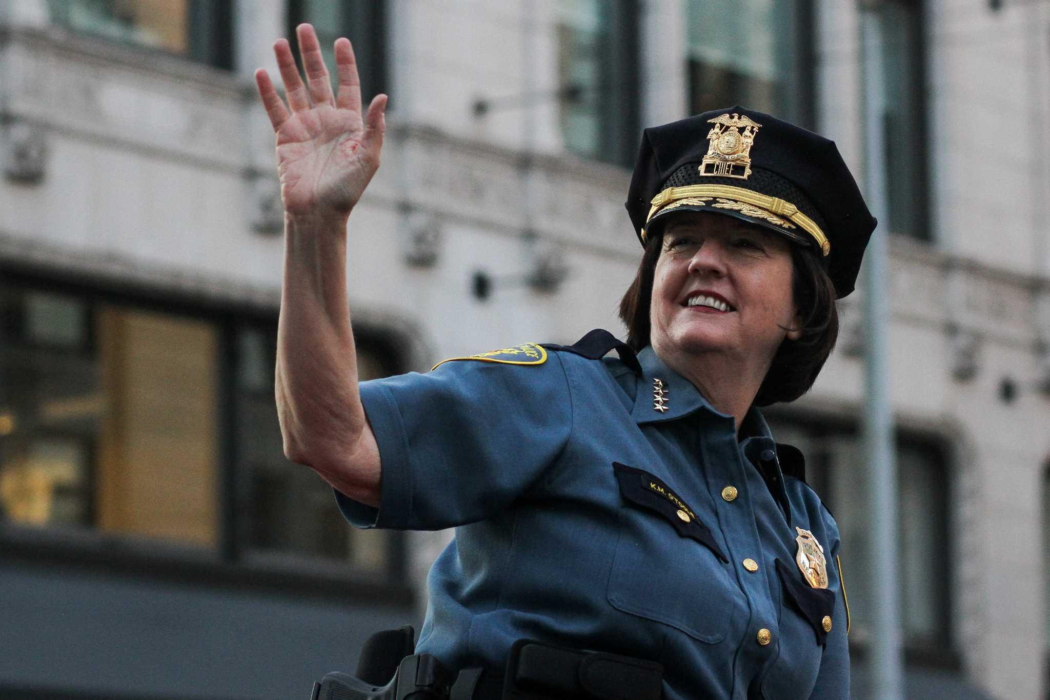 moonlighting seattle cop who sued city gets  45k  meeting