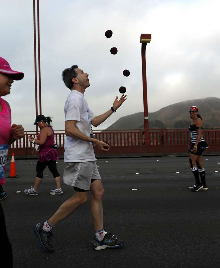 A runner juggles while crossing the Golden Gate Bridge during the San Francisco Marathon in San Franccisco, Calif. on Sunday, July 27, 2014. Photo: Scott Strazzante, The Chronicle