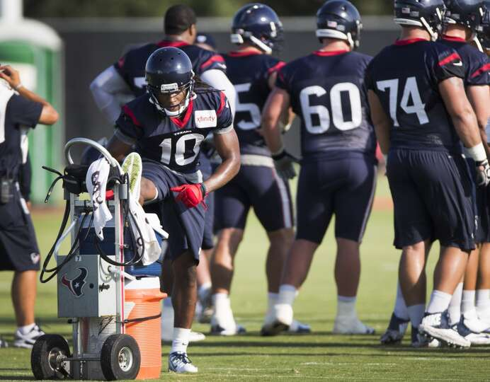 Day 2: July 27  Wide receiver DeAndre Hopkins (10) stretches his le