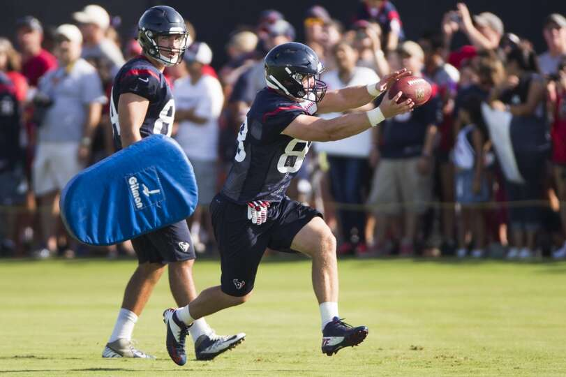 Day 2: July 27  Tight end Garrett Graham (88) reaches out to make a