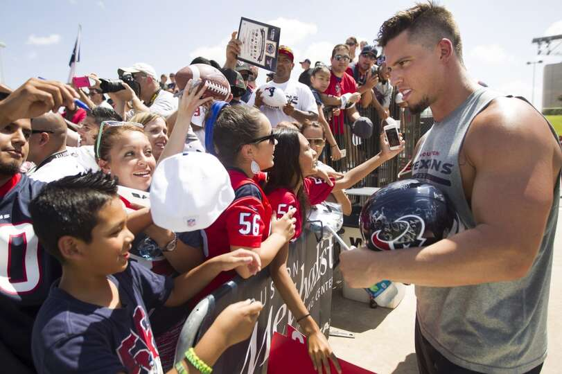 Day 2: July 27  Inside linebacker Brian Cushing, right, signs autog