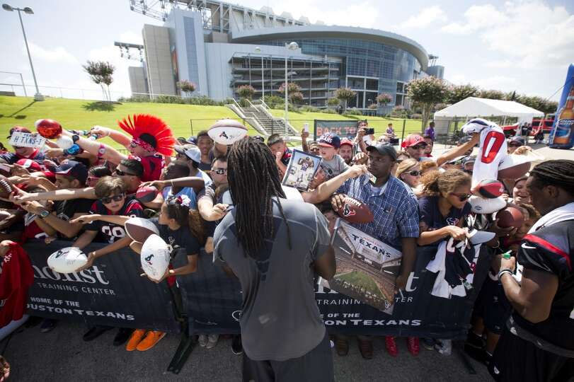 Day 2: July 27  Linebacker Jadeveon Clowney, center, signs autograp