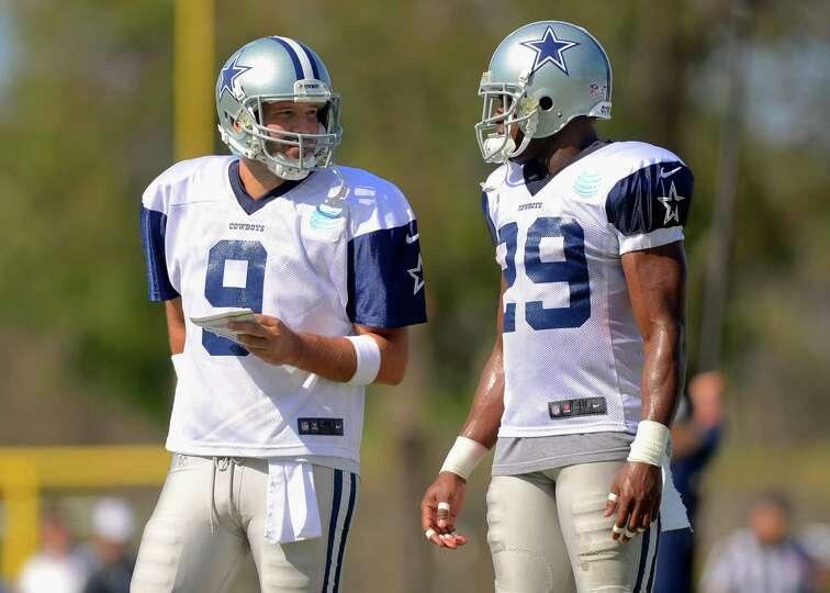 2930 x 2093~~$~~Dallas Cowboys quarterback Tony Romo (9) and running back DeMarco Murray (29) talk t
