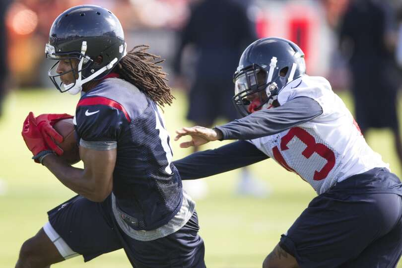 Day 2: July 27  Wide receiver DeAndre Hopkins (10) makes a catch wi