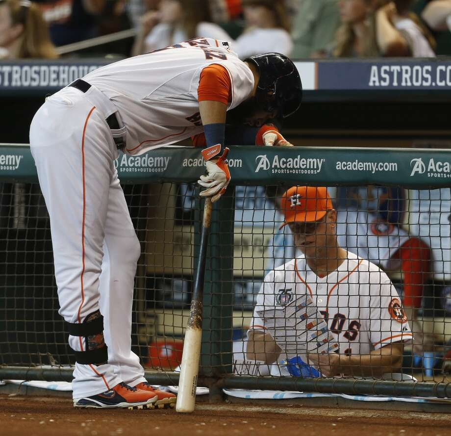 Astros shortstop Marwin Gonzalez (9) confers with hitting coach John Mallee (11) before his at bat. Photo: Karen Warren, Houston Chronicle