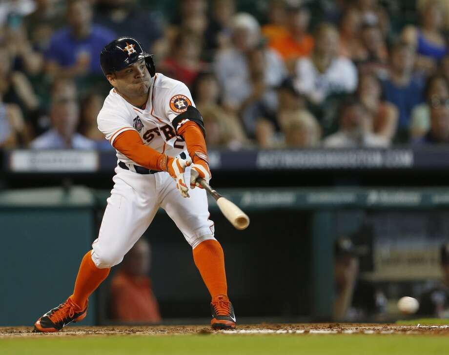 Astros second baseman Jose Altuve (27) hits a single. Photo: Karen Warren, Houston Chronicle