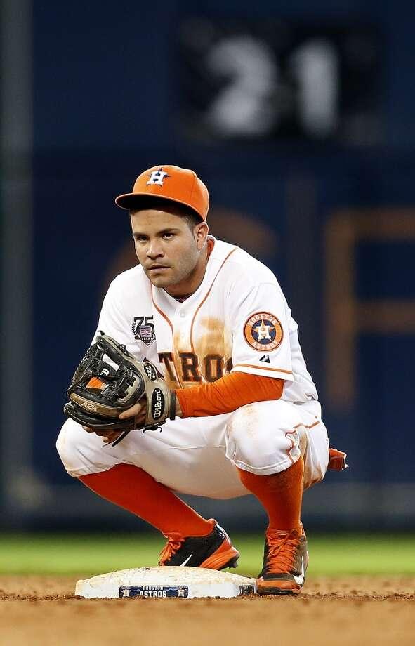 Astros second baseman Jose Altuve (27) on second base. Photo: Karen Warren, Houston Chronicle