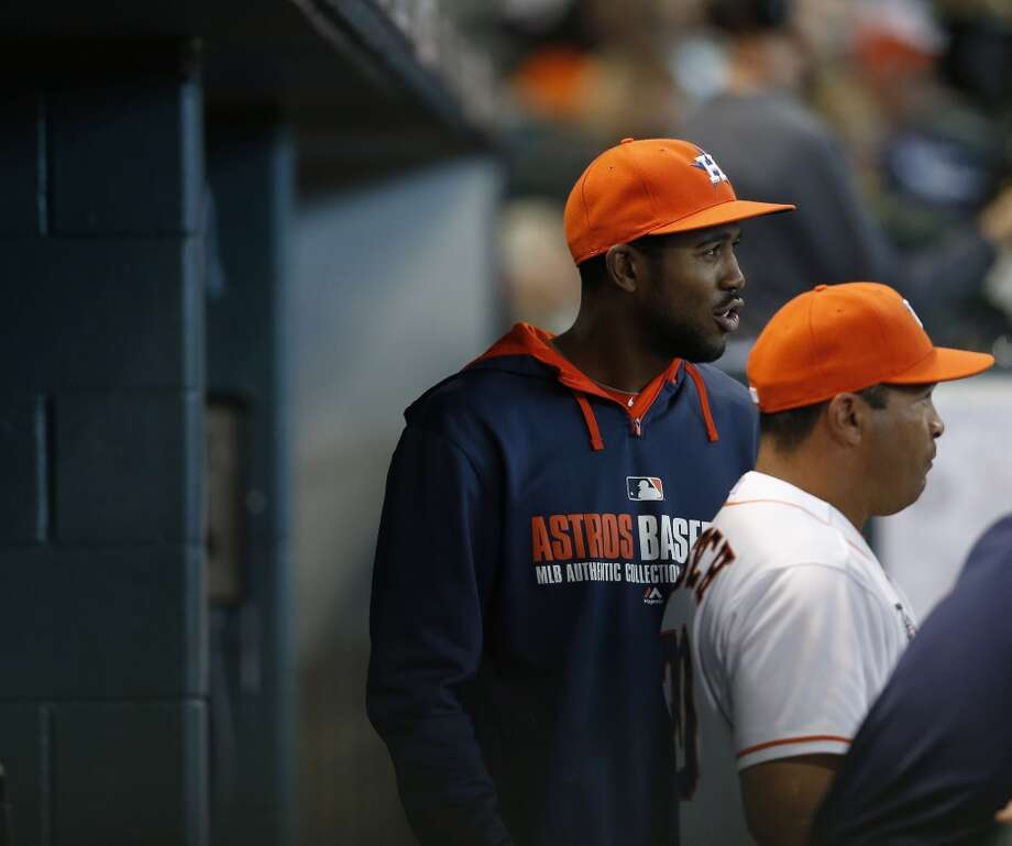 Astros center fielder Dexter Fowler stands in the dugout. Photo: Karen Warren, Houston Chronicle