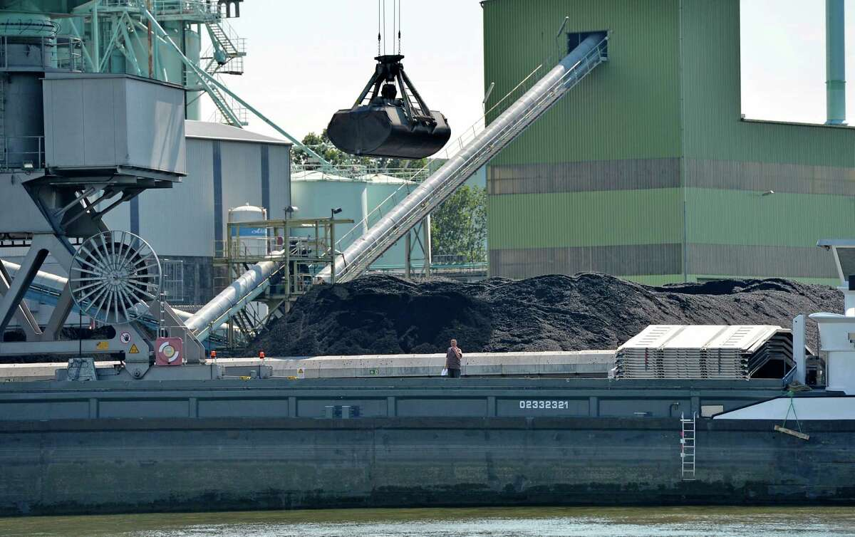 ADVANCE FOR MONDAY, JULY 28, 2014, AT 12:01 A.M. AND THEREAFTER - Coal is unloaded at the Trianel power plant in Luenen, Germany, Thursday, July 24, 2014. The 750-megawatt power plant relies completely on coal imports, about half from the U.S. Soon, all of Germany's coal-fired power plants will be dependent on imports, with the country scheduled to halt all coal mining in 2018 when government subsidies end. As the Obama administration weans the U.S. off dirty fuels blamed for global warming, energy companies have been sending more of America?'s unwanted energy leftovers to other parts of the world, where they could create even more pollution. (AP Photo/Martin Meissner) ORG XMIT: WX405