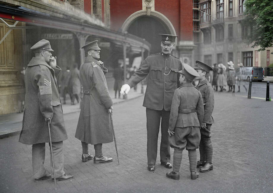 In this digital composite image a comparison has been made of London during World War I and modern day 2014: Wounded soldiers and cadets at the Albert Hall on Empire Day in May 1918 in London. Photo: Peter Macdiarmid, Getty Images / 2014 Getty Images