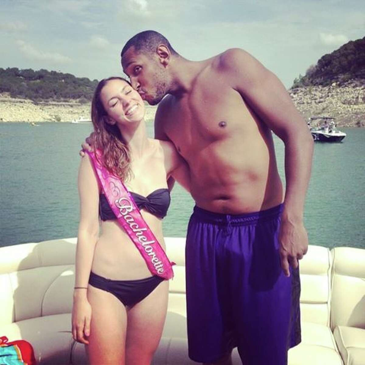 Boris Diaw crashes bachelorette party on Lake Travis