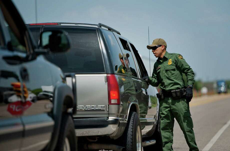 U.S. Border Patrol agent Jonan Lara checks vehicles at the Eagle Pass/Carrizo Springs checkpoint on Thursday, July 3, 2014. On Friday morning, Dec. 7, 2017, agents rescued a family of